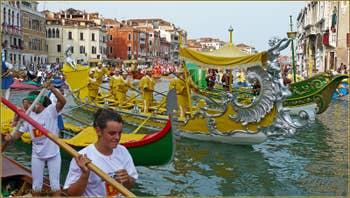 Regata Storica Venise, Cortège historique et sportif