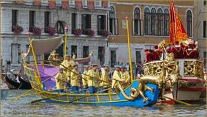 Regata Storica de Venise, Dragon dans le cortège historique