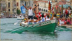 Regata Storica de Venise : Les bateaux des spectateurs tout le long du Grand Canal