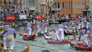 Regata Storica à Venise : Course de Gondolini à 2 rameurs
