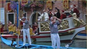 Regata Storica à Venise : régate des Gondolini, Ivan Redolfi Tezat et Gianpaolo d'Este, vainqueurs