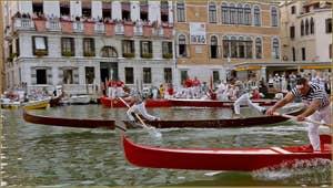 Regata storica, la régate historique de Venise la course des Gondolini, en tête, Rudi et Igor Vignotto