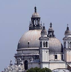 Dômes de l'Église de la Salute à Venise