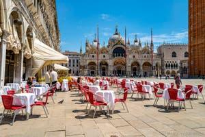 Le Café Quadri, place Saint-Marc à Venise.