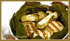 Noix de Saint-Jacques et Cèpes en Cocotte dans un nid de feuilles de Châtaigner
