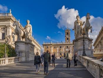La place du Capitole et son escalier d'accès monumental pour arriver aux musées Capitolins de Rome en Italie