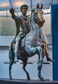 Statue équestre de l'empereur Marc-Aurèle aux musées du Capitole Capitolins à Rome Italie