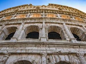 La façade du Colisée à Rome en Italie, l'amphithéâtre Flavien