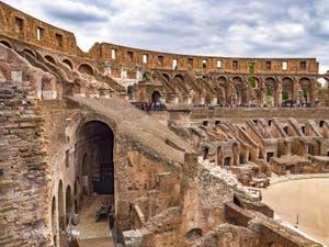 L'intérieur du Colisée à Rome en Italie, l'amphithéâtre Flavien