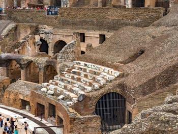Gradins en Marbre du Colisée à Rome en Italie, l'amphithéâtre Flavien