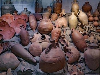 Amphores d'huile et de vin, musée Crypte Balbi à Rome en Italie