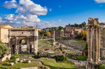 Le Forum Romain, ses temples et la voie Sacrée à Rome en Italie