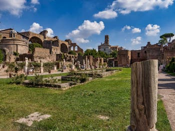 L'atrium de la maison des Vestales et ses bassins d'eau pure, au Forum Romain à Rome en Italie