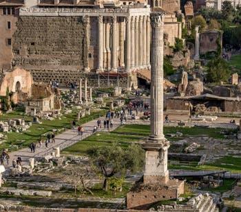 La Colonne Foca sur le Forum Romain à Rome en Italie