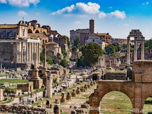 Le Forum Romain, ses temples et ruines à Rome en Italie