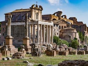 Le temple de d'Antonin et de Faustine sur le Forum Romain, à Rome en Italie