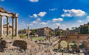 Le Forum romain et ses ruines et temples à Rome en Italie
