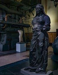 Statue d'Agrippine au musée Centrale Montemartini à Rome en Italie