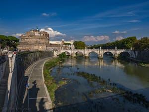 Le Château Saint-Ange, le Castel Sant'Angelo le long du Tibre et le pont Sant'Angelo à Rome