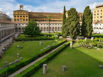 Le Grand Cloître de Michel-Ange au Musée des Thermes de Dioclétien à Rome en Italie
