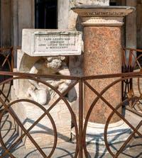 Le Bossu ou Gobbo du Rialto et la colonne des proclamations par Pietro Grazioli da Salò à Venise
