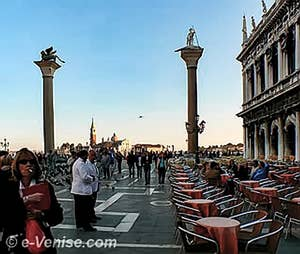 Lumière du soir San Giorgio Maggiore entre les deux colonnes