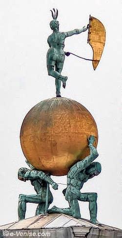 La fortune et les Atlantes de bronze de la Dogana da Mar la douane de Mer à Venise