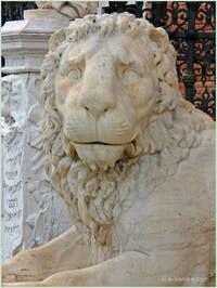 Tête du lion couché de la Voie Sacrée Lepsina qui reliait Athènes à Éleusis devant l'entrée de l'Arsenal de Venise