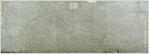 Inscription sur le socle du Lion de la Voie Sacrée Lepsinas devant l'entrée de l'Arsenal de Venise
