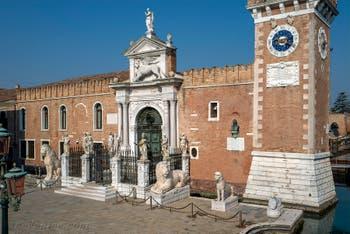 Les quatre lions Grecs devant l'entrée de l'Arsenal de Venise