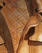 Livio de Marchi : Détail d'un blouson sculpté tout en bois