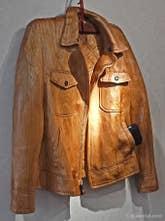 Livio de Marchi : Blouson en bois sculpté