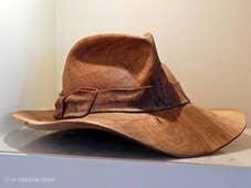 Livio de Marchi chapeau en bois sculpté