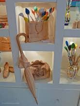 Livio de Marchi parapluie et pinceaux en bois sculpté