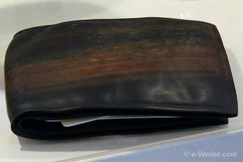 Livo de Marchi, portefeuille en ébène sculpté