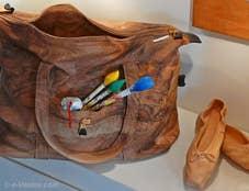Livio de Marchi sac de cuir et ballerines en bois sculpté