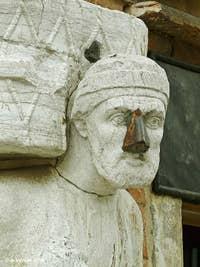 Ci-dessus, la statue d'Antonio Rioba Mastelli, celle au nez de fer, à l'angle du Campo dei Mori et de la Fondamenta dei Mori. Même avec son nez de fer et les dégradations que cette statue a pu subir depuis le XIIIe siècle, ce visage reste incroyablement expressif