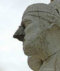 """Ci-dessus, la statue au nez de fer de celui qui fut rebaptisé """"Sior Antonio Rioba"""" pour devenir la risée, le pasquino du peuple vénitien."""