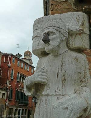 Antonio Rioba Mastelli avec son nez de fer campo dei Mori à Venise
