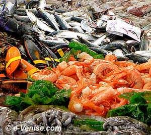 Des amas de poissons et de crustacés à la Pescaria