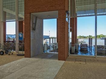 Hall des embarcadères bateaux-taxis et Alilaguna à l'Aéroport Marco Polo de Venise