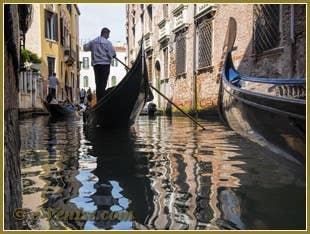 Gondoles sur le rio del Mondo Novo à Venise
